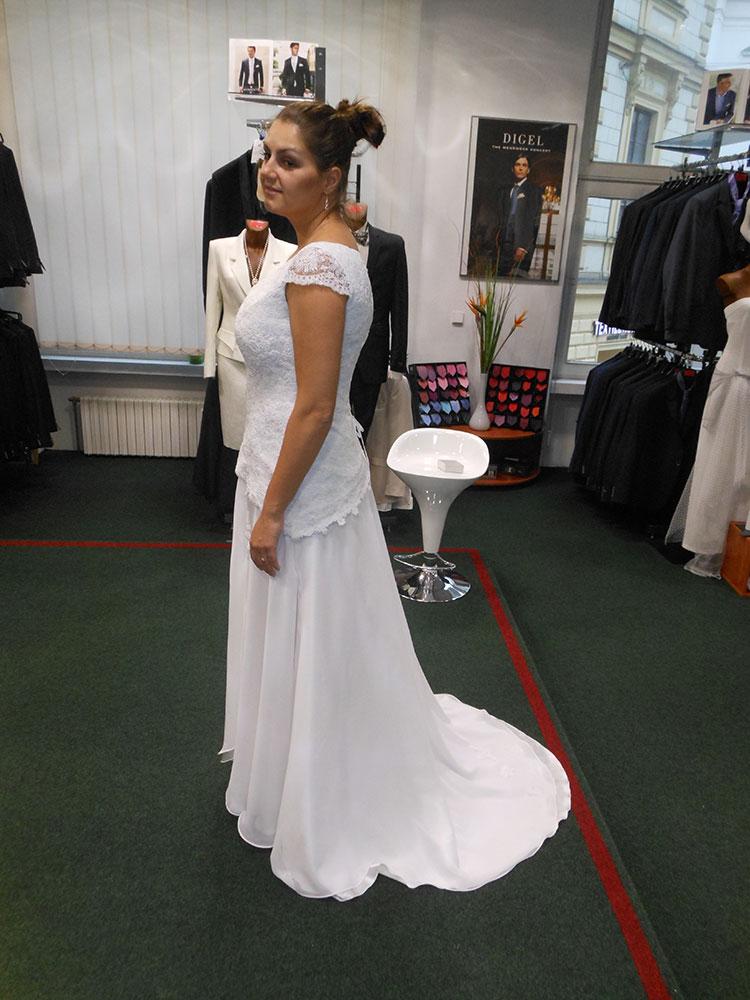 Dámské svatební šaty a kostýmky pro nevěsty Mahdall   Lenská Brno 83491793e3